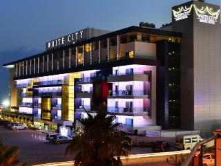 Hotel White City Resort